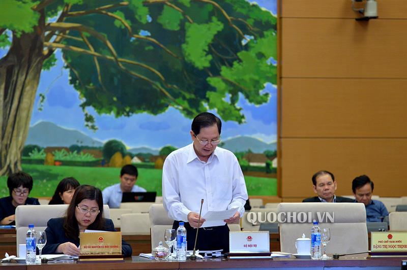 Bộ trưởng Lê Vĩnh Tân trình bày Tờ trình