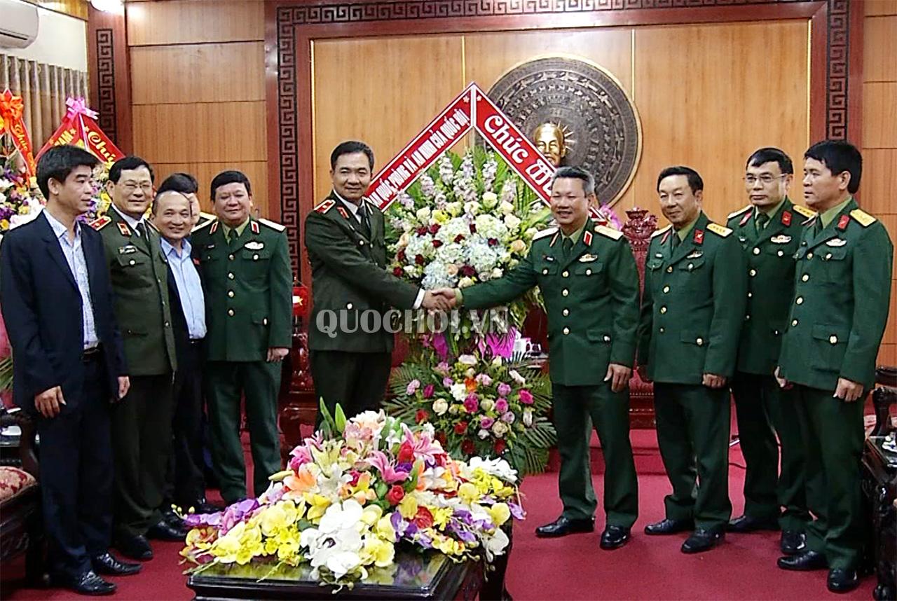 ủy Ban Quốc Phong Va An Ninh Thăm Lam Việc Với Lực Lượng Vũ Trang Quan Khu 4