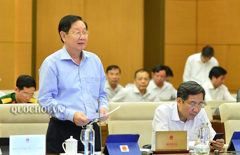 Bộ Trưởng Bộ Nội vụ Lê Vĩnh Tân trình bày Tờ trình