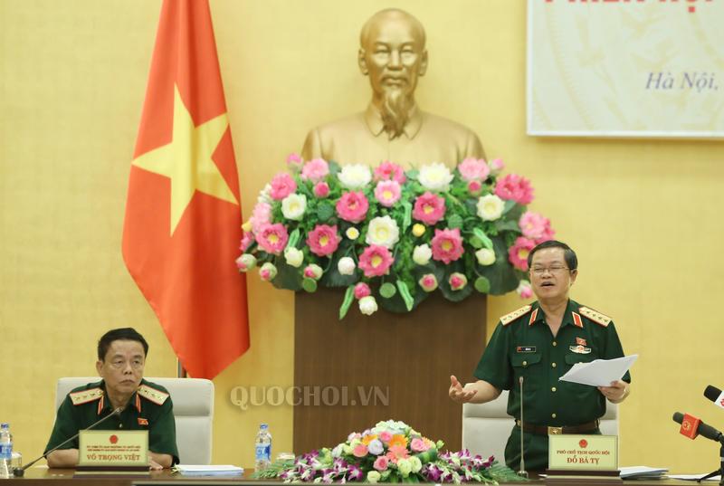 Phó Chủ tịch Quốc hội Đỗ Bá Tỵ phát biểu chỉ đạo tại phiên họp